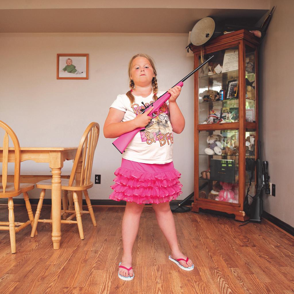 An-Sofie Kesteleyn My First Rifle (Abby), 2013  © die Künstlerin
